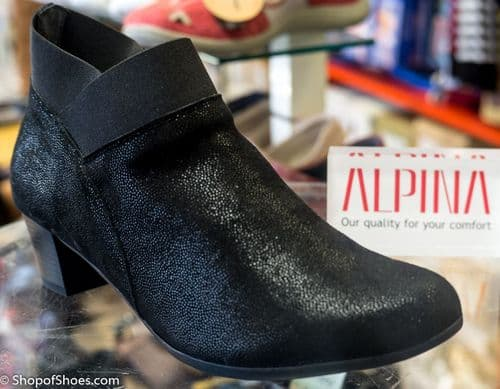 Alpina Linder black heeled zip ankle boot
