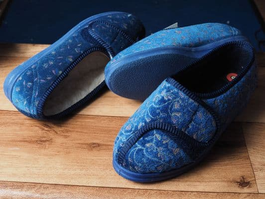 Classic lighter wide fit slipper from comfylux.