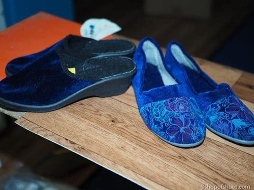 Clearance slipper all  size 3