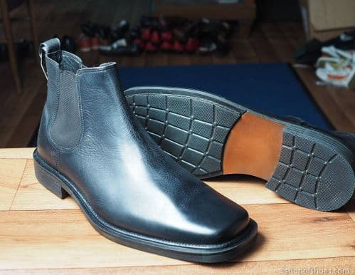 Leather Chelsea boot in black.
