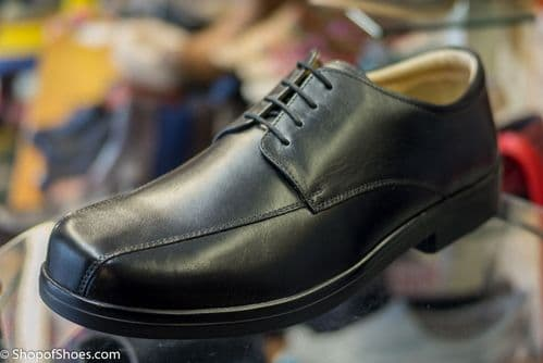 Mens leather great value wide fit black lace up smart shoe.