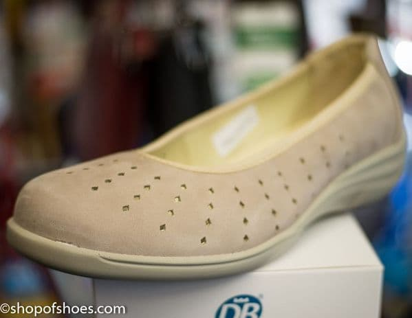 OBAN elasticated E-EEE smart casual beige pump.