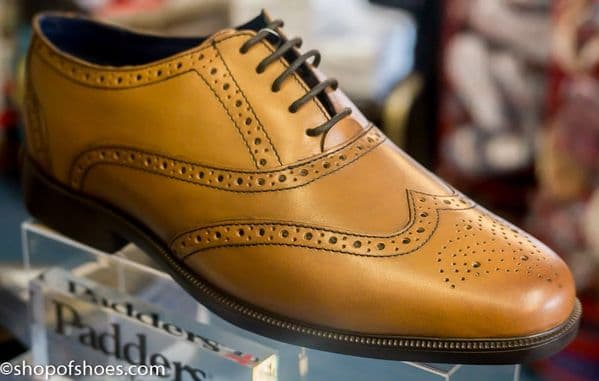 Smart tan leather mens laced padders oxford brouge shoe.