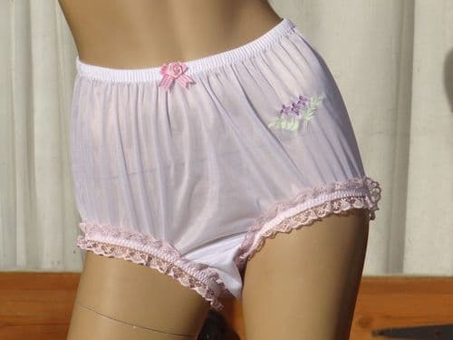 EXQUISITE VINTAGE STYLE SILKY NYLON FULL PANTIES  SIZE- LARGE