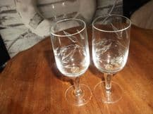 2 X ELEGANT ETCHED FLOWERS & LEAVES SHERRY WINE GLASSES EXCELLENT CONDITION