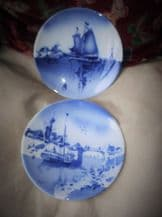 2 X SUPERB GERMAN WALL DISPLAY DEEP PLATES RICH BLUES HOLLAND DUTCH SCENES 9.5""