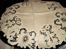 "ANTIQUE BEIGE LINEN & SUPERB CROCHET LACE WORK OUTER RIM FLOWERS 23"" DIA"