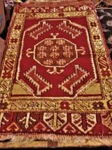 "ANTIQUE BOLD DESIGN RUG / PRAYER MAT ? 36"" X 21"" CARMINE OCHRE GREY VELVET FEEL"