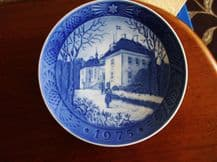 BLUE WHITE DISPLAY PLATE ROYAL COPENHAGEN THE QUEEN'S CHRISTMAS RESIDENCE 1975