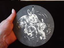 """COLLECTABLE HANDPAINTED SMALL SLATE WALL TILE RABBITS MUM & BABIES 6"""" DIA"""