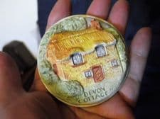 COLLECTABLE POTTERY PAPERWEIGHT 3D HANDPAINTED COTTAGE HANDMADE DEVON LYNES