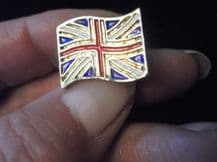 COLLECTABLE TIE / LAPEL PIN GOLD TONE METAL ENAMEL FLAG UNION JACK