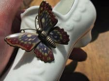 ELEGANT GILDED FINE CHINA MINIATURE SHOE WITH ENAMELLED BUTTERFLY BUCKLE