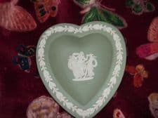 ELEGANT WEDGWOOD SAGE WITH WHITE ACORN RELIEF JASPER HEART PIN DISH 3 GRACES 67