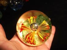LOVELY HEAVY GLASS DOME PAPERWEIGHT CONTROLLED BUBBLE FLOWER BASE 387g TLC