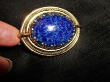 QUALITY BROOCH GOLD TONE ORNATE SETTING + DOMED CENTRE COBALT ~ GOLD INCLUSIONS