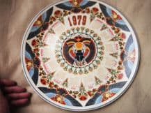 SUPERB COLLECTOR CALENDAR PLATE WEDGWOOD 1979 SACRED SCARAB EXCELLENT COND