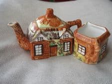 VINTAGE COLLECTABLE COTTAGE WARE TEAPOT MILK JUG & SUGAR BOWL PRICE KENSINGTON