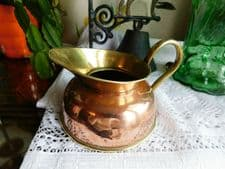 VINTAGE COLLECTABLE SMALL SQUAT COPPER JUG WITH BRASS HANDLE BASE & TOP SPOUT