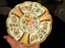 VINTAGE DERUTA ART POTTERY SMALL GILDED WALL PLATE SIGNED GIALLETTI G.P. FLORAL