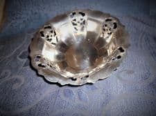 VINTAGE ELEGANT SILVER PLATED DISH WITH PIERCED & FACETED SIDES STAMPED DERBY 4