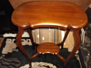 VINTAGE ELEGANT WOODEN HALL TABLE 2 TIER CURVED CUT DETAIL KIDNEY RICH WOOD