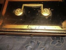 VINTAGE GOOD SIZE TIN CASH BOX WITH LIFT OUT COIN TRAY NO KEY BLACK RED GOLD