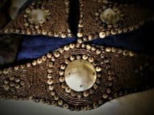 VINTAGE LADIES BELT MICRO BEADS WOODEN ROUNDS & 3 X LARGE MOTHER PEARL DISCS