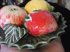 VINTAGE SMALL ALVARO JOSE PORTUGAL GLAZED MAJOLICA FRUIT & LEAVES WALL DISPLAY