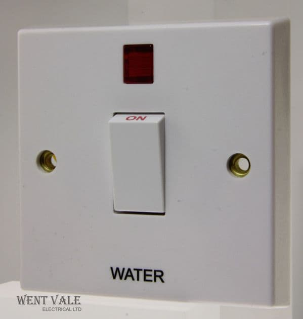 "Volex - VX1060-WTR - 20a White Moulded Double Pole Switch + Neon Marked ""Water"""
